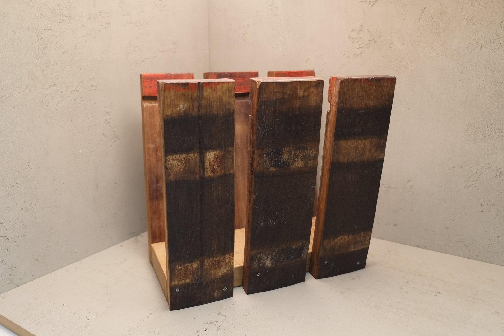 zeitungsst nder aus echten fassdauben schreinerei. Black Bedroom Furniture Sets. Home Design Ideas